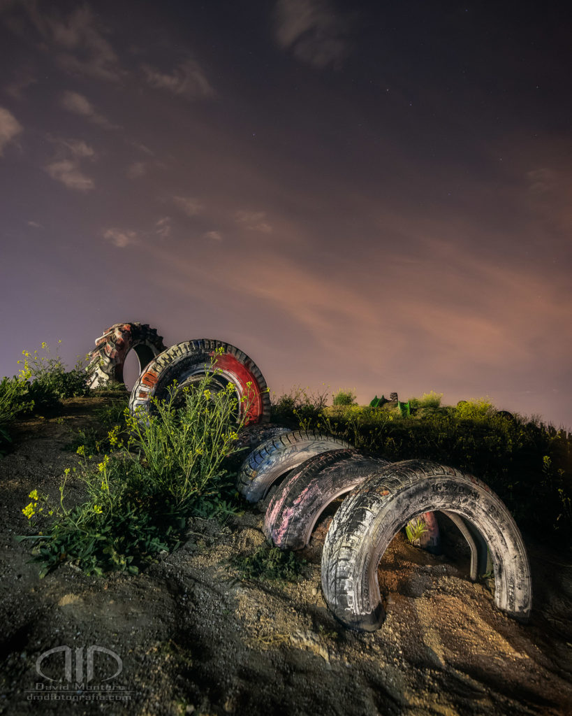 52 semanas a ras de suelo parque ruedas foto nocturna
