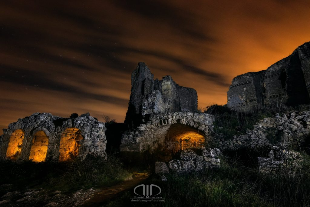 Hades inframundo fotografía nocturna castillo