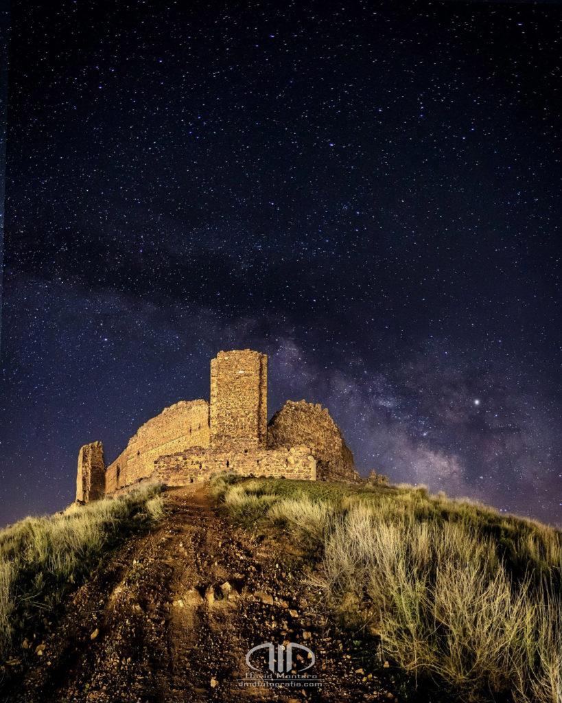 Fotografía Nocturna Vía láctea y castillo DMD Fotografía