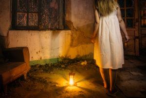Dest S18 Una ventana la oscuridad - Retrato y escena nocturna