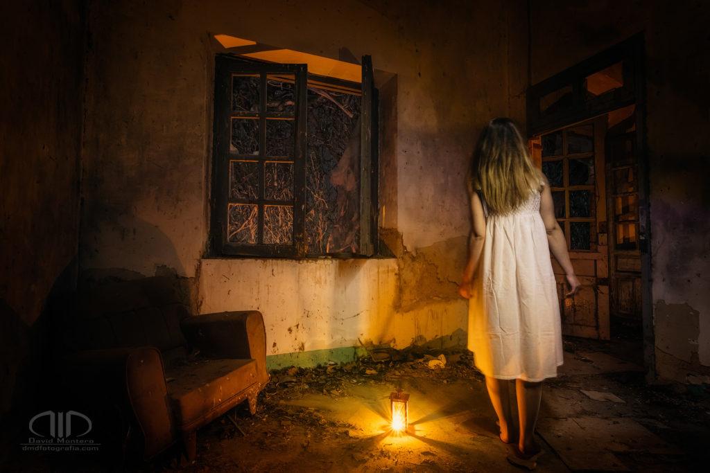 S18 Una ventana la oscuridad - Retrato y escena nocturna