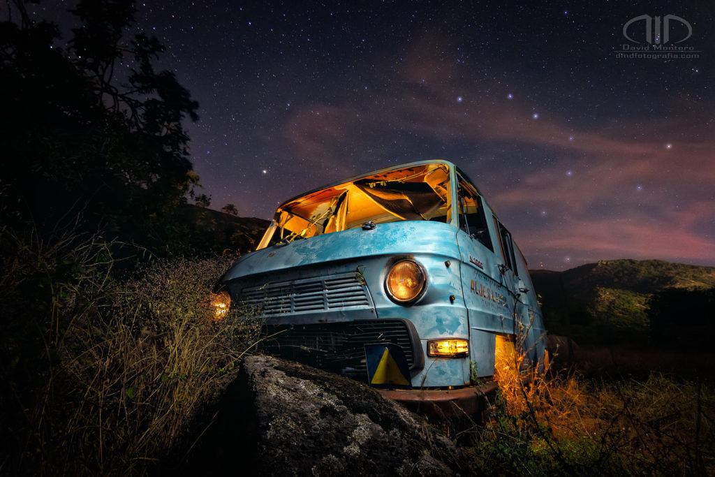 Foto nocturna - Furgoneta Azul y Osa mayor